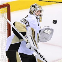 Matt Murray makes a save in the first period of Game 1 of the Eastern Conference semifinals Thursday in Washington.