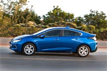 The 2016 Chevrolet Volt gets a friendly new look outside and improvements to make it run longer between plug-ins and fill-ups.